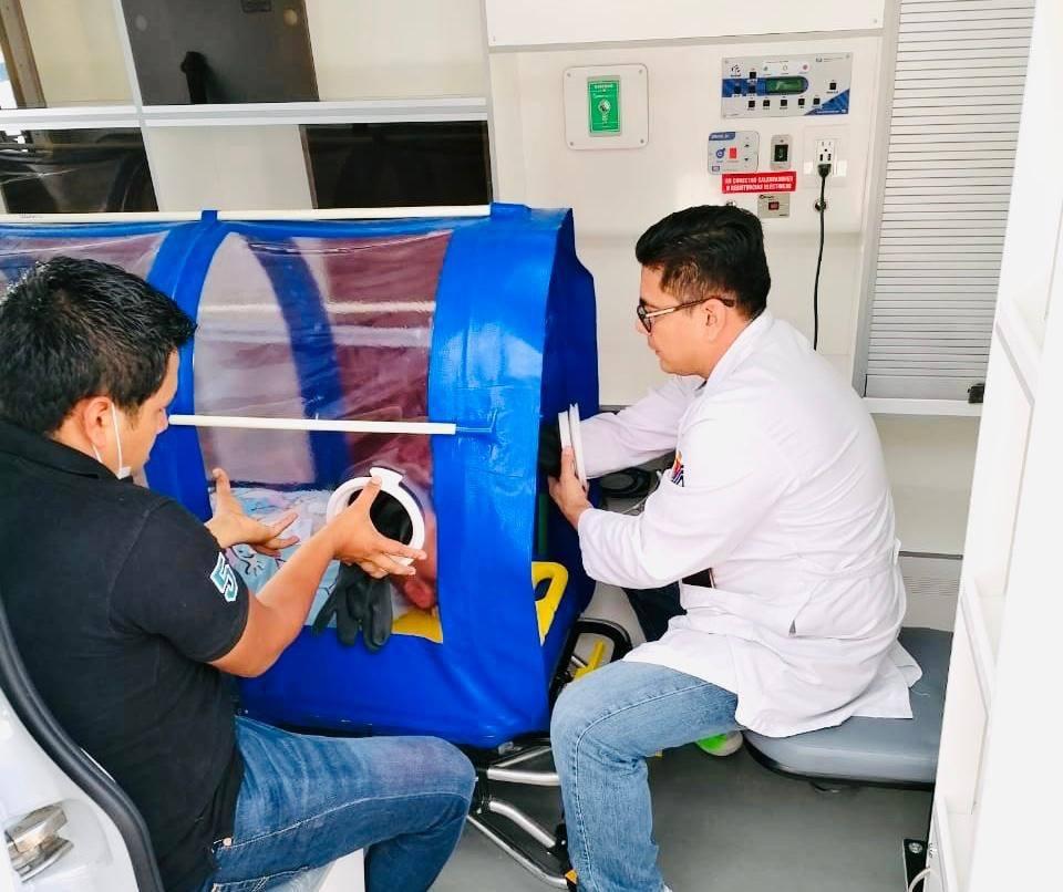 Trabajadores crean equipamiento.jpg