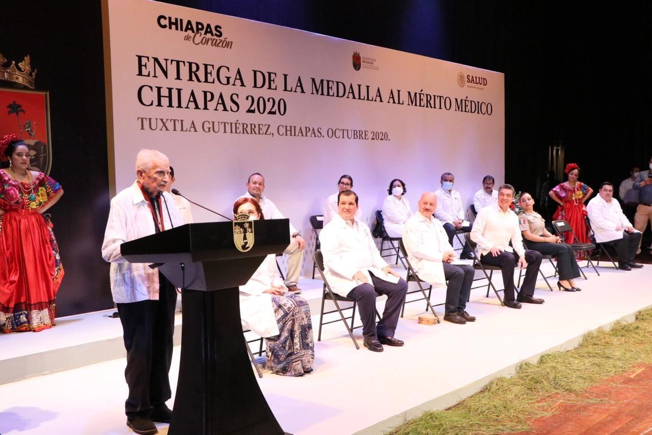 Medalla al Mérito Médico Chiapas_Fernán Pavía.jpg