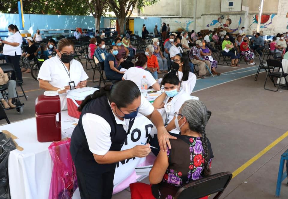 Continúa vacunación a personas adultas mayores en Caña Hueca.jpg