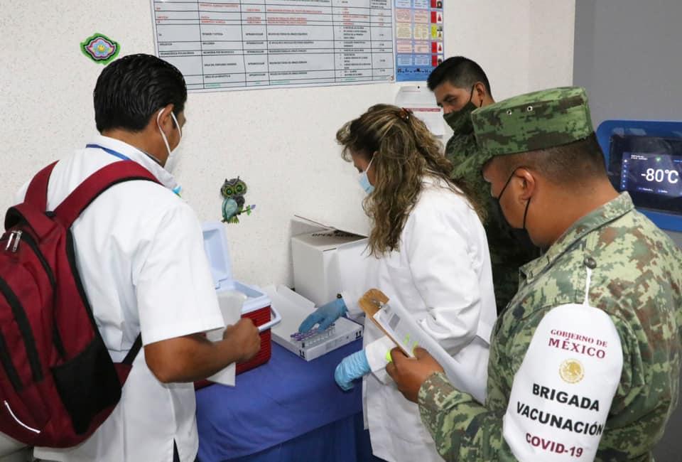 Continúa vacunación contra COVID-19 en personal del sector salud de Chiapas.jpg