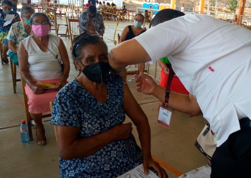 Este miércoles prosigue la jornada de vacunación contra COVID-19.jpg