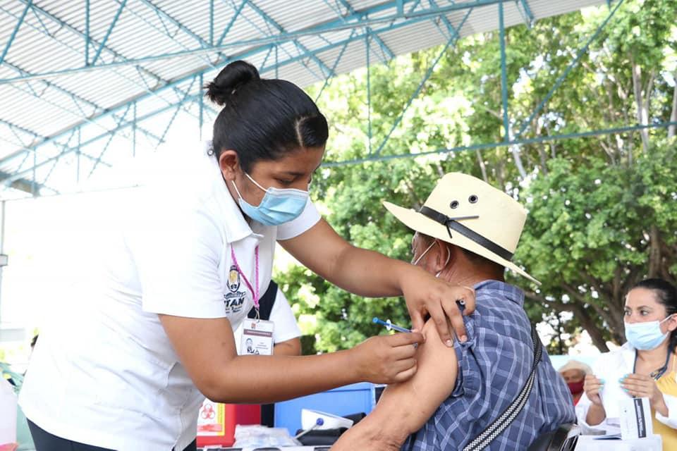 Inicia aplicación de segunda dosis a población adulta mayor en Tapachula.jpg
