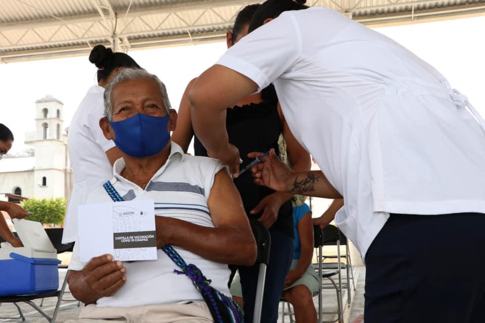 Continúa aplicación de vacunas contra COVID-19 en municipios de Chiapas.jpg