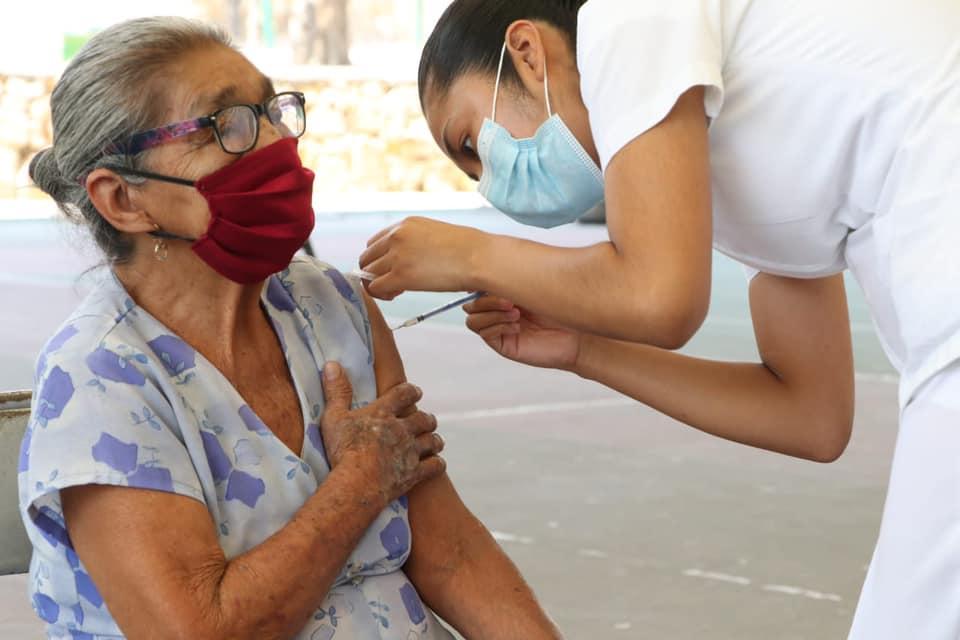 Se cumple meta de vacunación a personas adultas mayores en Tuxtla Gutiérrez.jpg