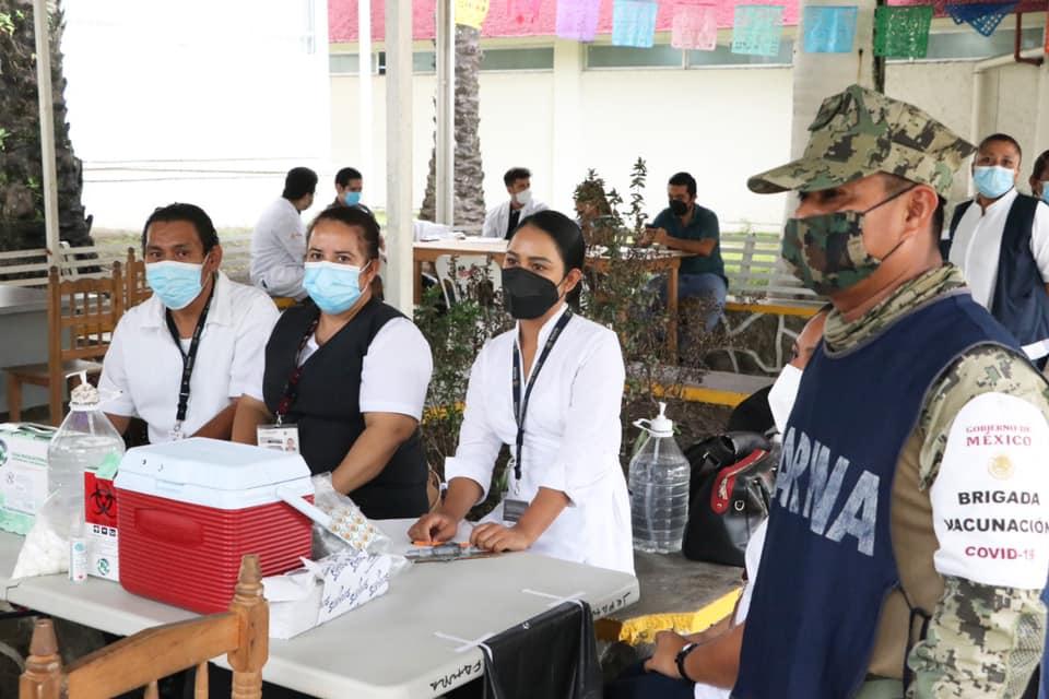 Permanecen activos, puntos de vacunación anticovid en municipios de Chiapas para población 40-49 años.jpg