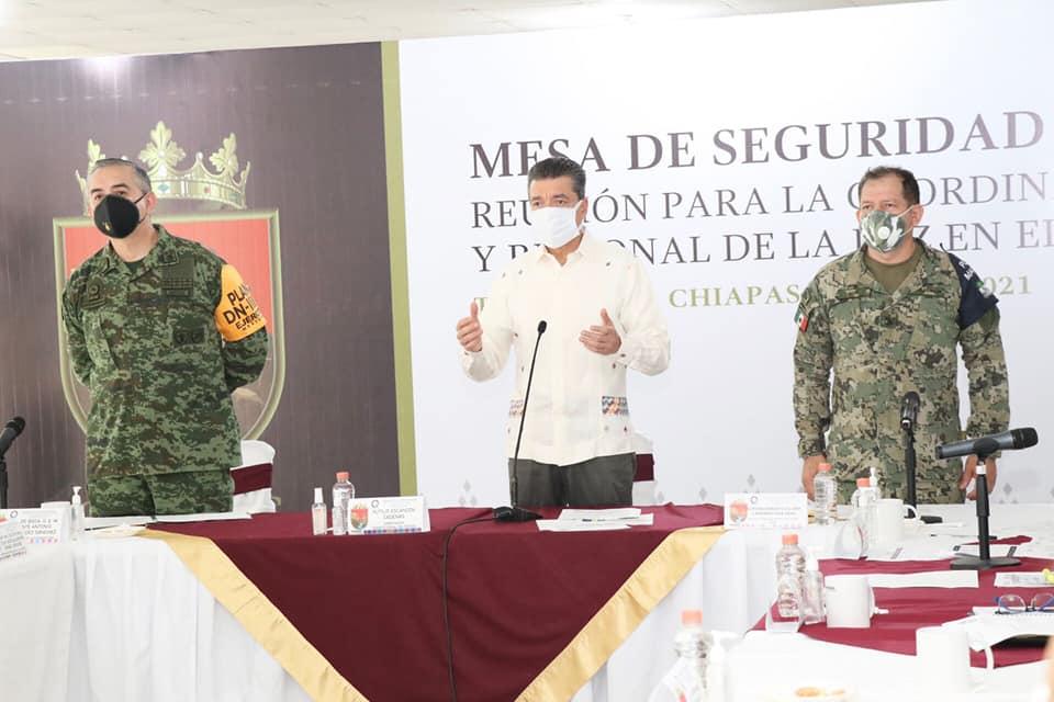 Desde Tapachula, Rutilio Escandón llama a población de 40 años en adelante a vacunarse contra COVID-19.jpg