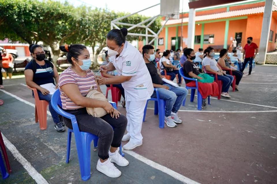 Inicia aplicación de vacuna anti COVID-19 en comunidades de Chiapas.jpg