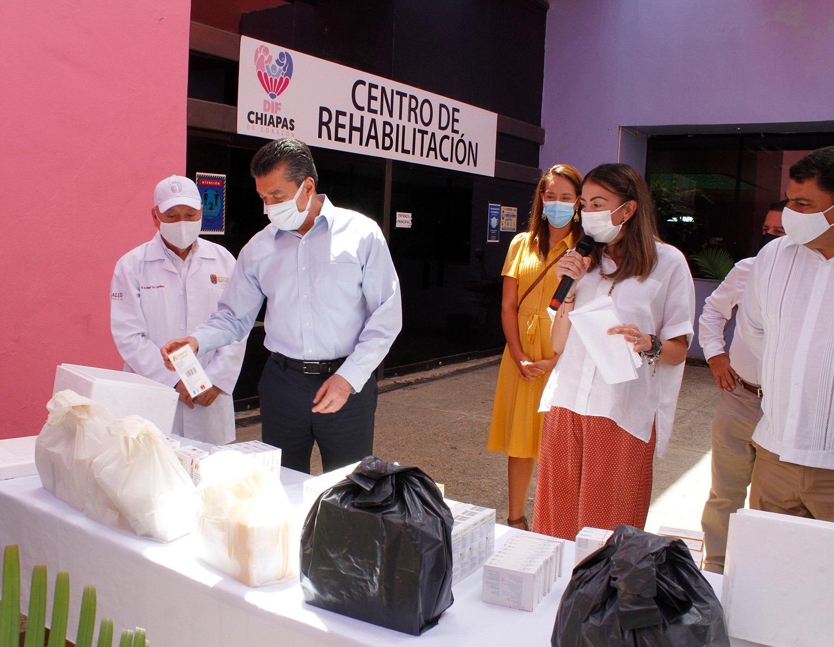 Entregan medicamentos especializados a personas carentes de seguridad social a través del DIF Chiapas.jpg