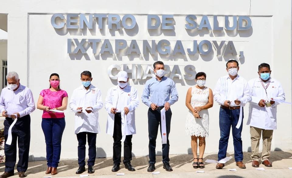 En Ixtapangajoya, Rutilio Escandón entrega reconversión del Centro de Salud.jpg