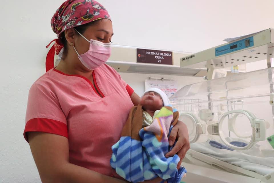 """Hospital """"Pascacio Gamboa"""" salva la vida de recién nacido en estado crítico.jpg"""