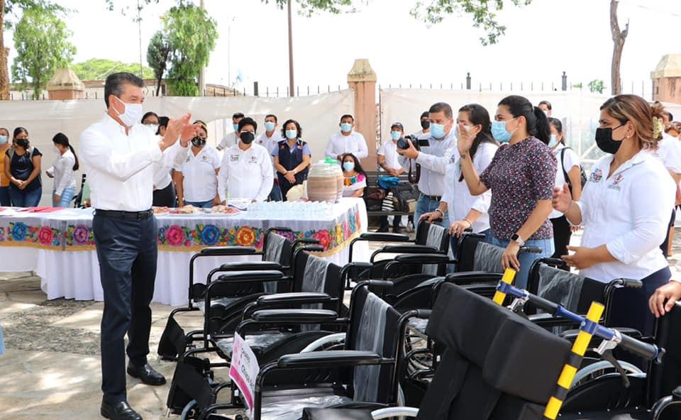 Rutilio Escandón entrega ayudas técnicas y paquetes escolares a habitantes de la región Metropolitana.jpg
