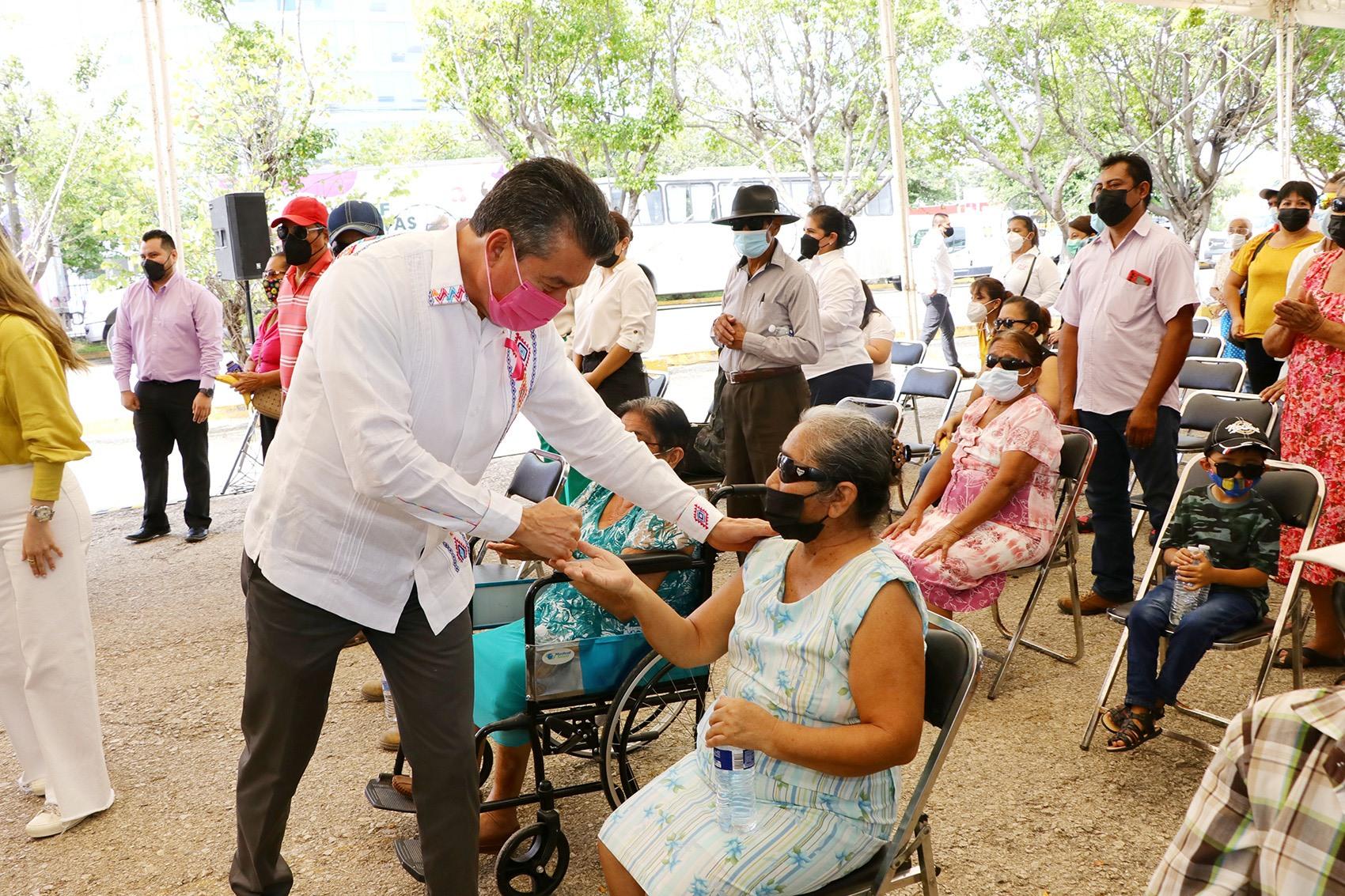 Junto a la Federación, beneficiamos a más de 400 personas con cirugías de cataratas.jpg