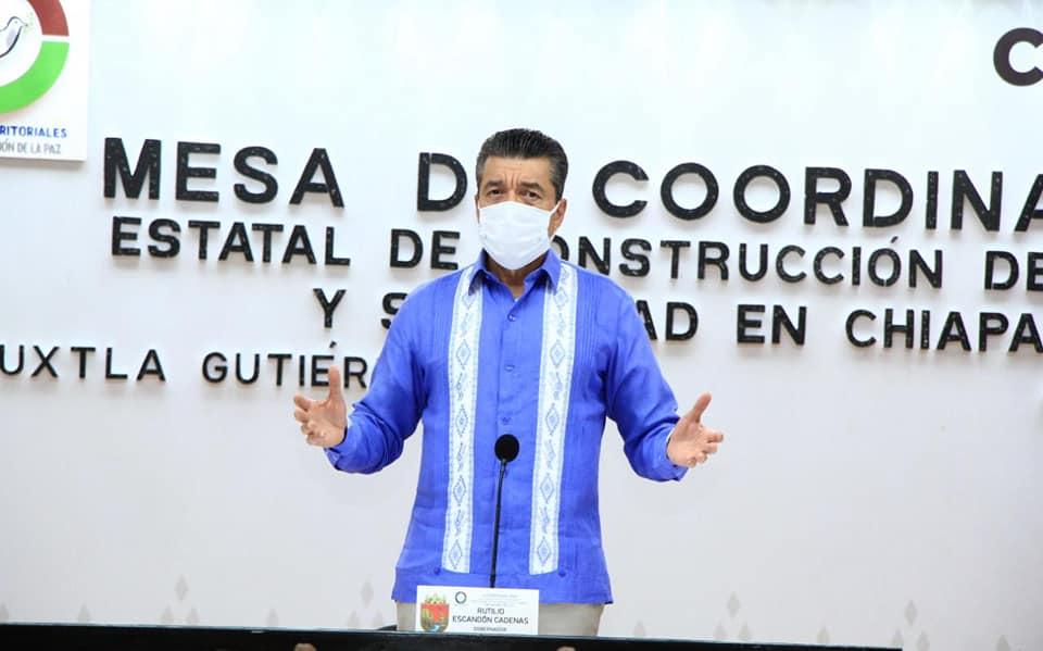 Rutilio Escandón exhorta a protegerse contra COVID-19 mediante brigadas o en los centros de vacunación.jpg